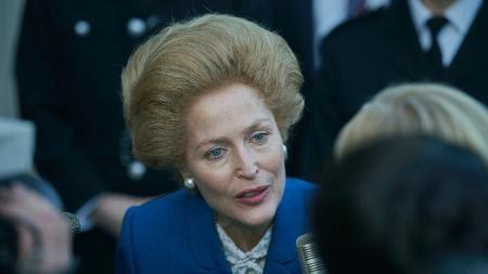 "Gillian Anderson como Margaret Thatcher em ""The Crown"" - Des Willie/Netflix"