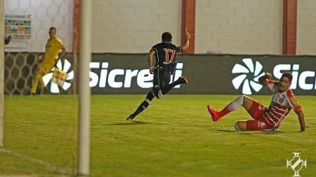 Atacante Gabriel Pec, do Vasco da Gama, comemora seu gol sobre o Tombense na Copa do Brasil - Rafael Ribeiro / Vasco