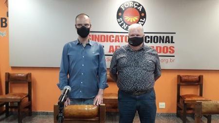 Bruno Covas ao lado do presidente do Sindicato dos Aposentados, João Inocentini - Wanderley Preite Sobrinho/UOL