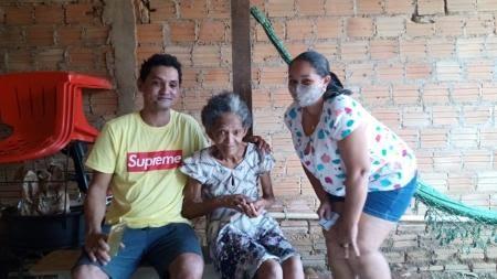 Neuza de Jesus Oliveira com seu irmão e a sua mãe - Arquivo Pessoa