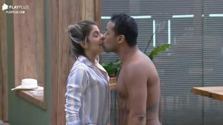 Hariany Almeida e Phellipe Haagensen em A Fazenda 11 (Foto: Reprodução/ Record TV)