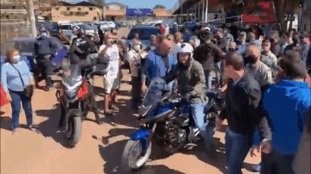 Bolsonaro faz passeio de moto com Braga Netto pela periferia de Brasília - Foto: Reprodução/Redes Sociais